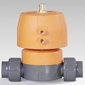 Pneumatically actuated plastic diaphragm valve