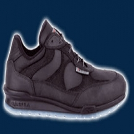 Safety shoes with waterproof and breathable membrane